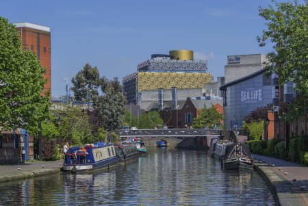 Description Gas Street Canal basin in the centre o...