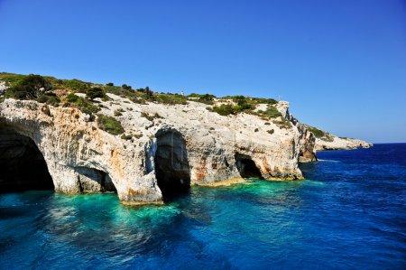 Photo pour Grottes bleues sur l'île de Zante, Grèce Grottes célèbres avec des eaux cristallines sur l'île de Zante (Grèce ) - image libre de droit
