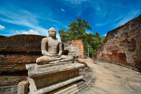 ruines dans la ville de polonnaruwa au sri lanka