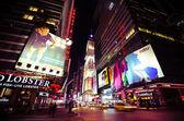 Times Square, gekennzeichnet mit den Theatern am Broadway und led anzeigen