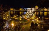 Řetězový most a st. stephen noční pohled, Budapešť, Maďarsko