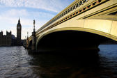 Slavný big ben v večer s bridge, Londýn, Anglie