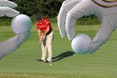 Muž hrát golf