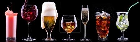 Photo pour Ensemble de boissons alcoolisées - bière, vin, cocktail, jus, champagne, scotch, soda - image libre de droit