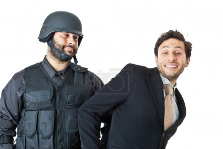Photo pour Un homme d'affaires corrompu étant arrêté par un agent du swat - image libre de droit