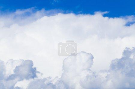 Foto de Cielo azul con voz alta - Imagen libre de derechos