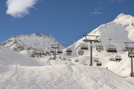 Photo pour Station de ski winter season mountain slope - image libre de droit