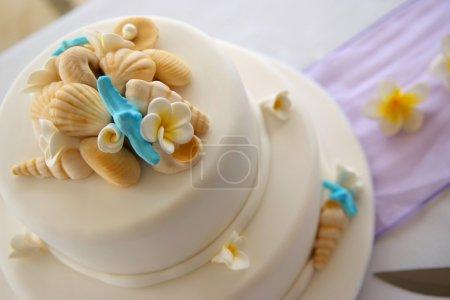 Photo pour Gâteau de mariage décoré - image libre de droit