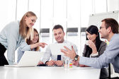 Gruppe von Unternehmen arbeiten im Büro