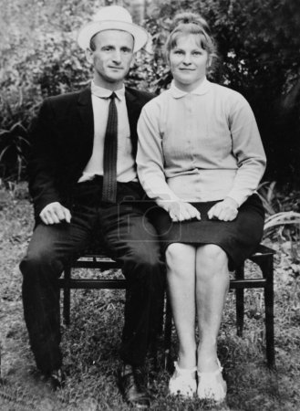 Old vintage photo of couples in love