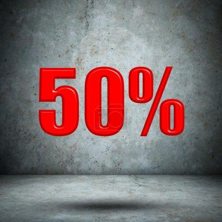 Photo pour 50 pour cent sur le mur de béton - image libre de droit