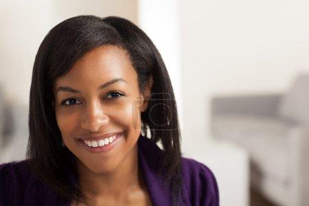 Jeune femme noire professionnelle