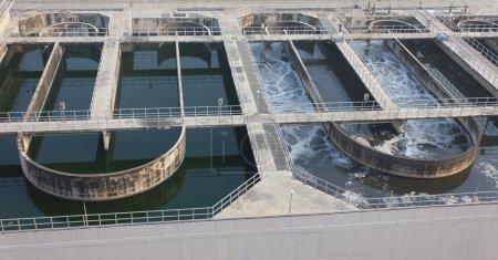 Photo pour Photo en stock - recyclage sur la station de traitement des eaux usées de l'eau - image libre de droit