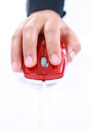 Photo pour Images verticales Gros plan de la main à l'aide d'une souris d'ordinateur - image libre de droit