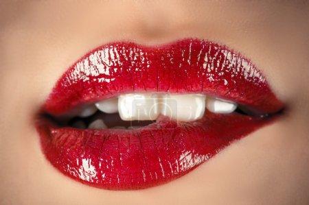 Photo pour Lèvres sensuelles closeup - image libre de droit