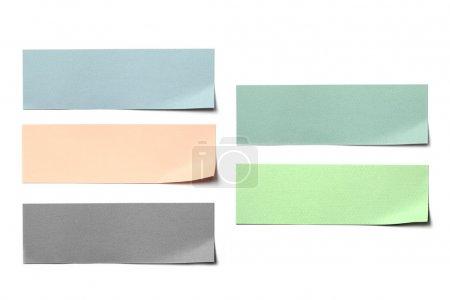 Photo pour Post étiquette papier coloré sur fond blanc. - image libre de droit