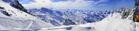 Photo pour Panorama de la chaîne de montagnes de neige Paysage avec ciel bleu de 3 vallées dans les Alpes françaises - image libre de droit