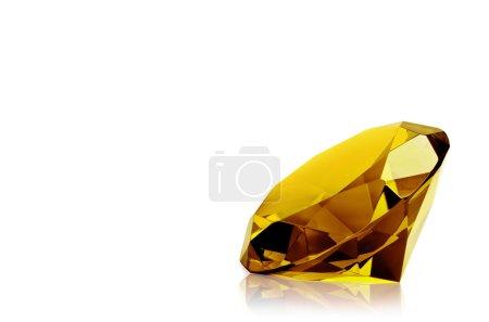 Photo pour Diamant jaune isolé sur fond blanc. Concept beauté la plus précieuse . - image libre de droit