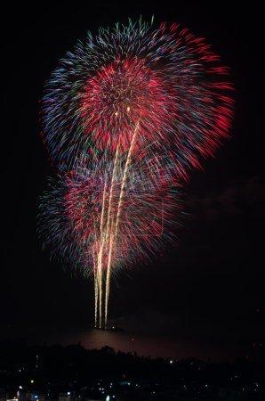 Foto de Celebración de fuegos artificiales en la playa, hua hin, Tailandia. - Imagen libre de derechos