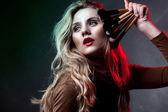 Portrét krásné ženy s make-up štětce