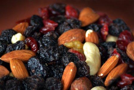 Photo pour Gros plan d'un mélange de noix, fruits secs - image libre de droit