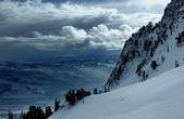 En la cima del mundo - nieve y cielo. montaña de Snowbasin, utah
