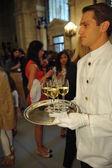 číšníci sloužit před ralph lauren Ukázat
