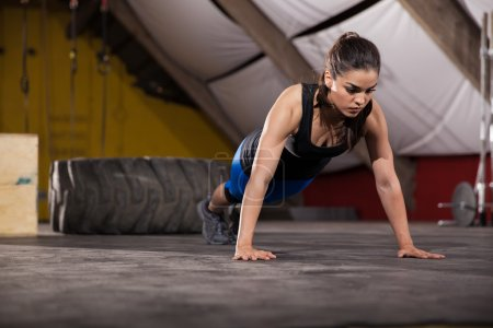 Push ups in a crossfit gym
