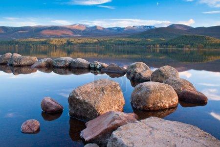 Photo pour Loch morlich, Ecosse - partie du parc national de cairngorm - image libre de droit