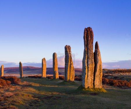 Photo pour Anneau de brodgar, orkney, en Écosse. un cercle de pierres néolithique et henge qui fait partie du cœur du site du patrimoine mondial des orkney néolithique. - image libre de droit