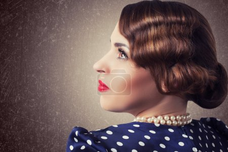 Retro woman with pearls