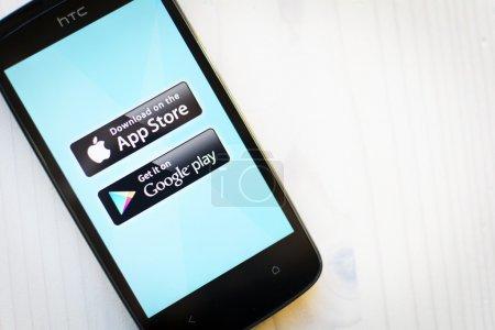 Photo pour Google et app store jouent du logo sur le smartphone samsung. - image libre de droit