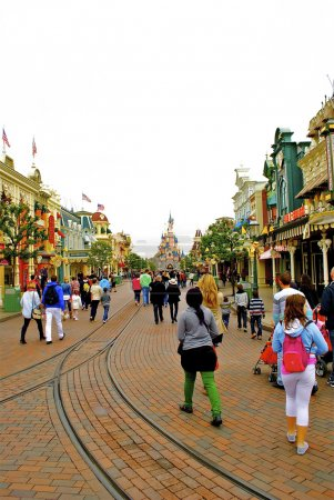 Main street with the famous castle downtown