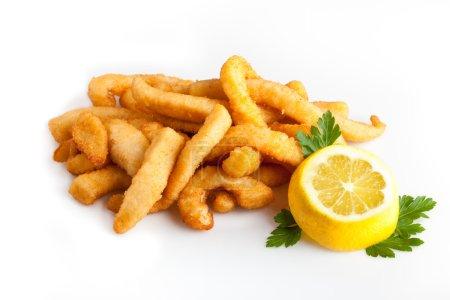 Foto de Calamares fritos con limón - Imagen libre de derechos