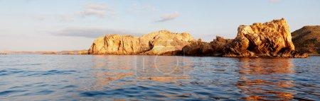 Photo pour Paisaje de costa al atardecer - image libre de droit