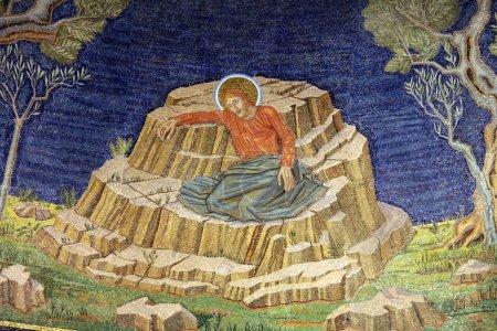 Photo pour L'église de toutes les nations, aussi connu comme la Basilique de l'agonie. C'est qu'une église catholique romaine située sur le Mont des oliviers à Jérusalem, Israël - image libre de droit