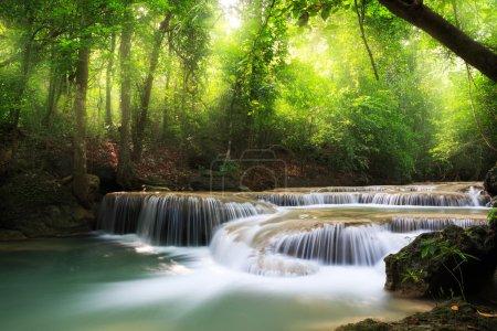 Foto de Erawan cascada (Parque Nacional de erawan) kanchanaburi, Tailandia - Imagen libre de derechos