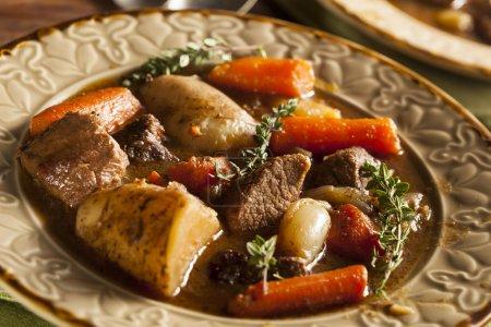 Photo pour Ragoût de boeuf irlandais fait maison aux carottes et pommes de terre - image libre de droit