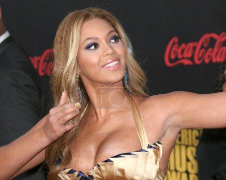 Photo pour Beyonce knowles ariving au american music awards 2007 au nokia theater de los angeles, ca le 18 novembre 2007 - image libre de droit