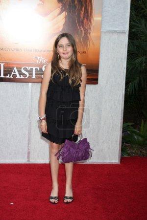 """Photo pour Annabelle Negron arrive au """"The Last Song"""" World Premiere ArcLight Theaters à Los Angeles, CA le 25 mars 2010 - image libre de droit"""