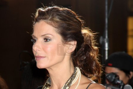 """Photo for Sandra Bullock arriving at the World Premiere of """"The Proposal"""" at El Capitan Theater in Los Angeles, CA on June 1, 2009 - Royalty Free Image"""