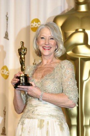 Photo pour Helen mirren, arrivant à 79e academy annuel des prix au théâtre kodak à hollywood & highland à hollywood, ca le 25 février 2007 - image libre de droit