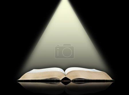 Photo pour Fond de livre ouvert, noir - image libre de droit