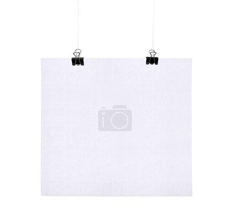 Photo pour Affiche blanche sur une corde, isolée - image libre de droit