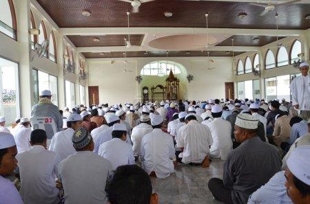 Photo pour Montrant la foi dans la mosquée de l'islam. - image libre de droit