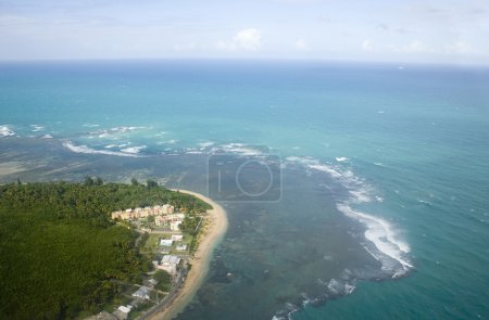 Photo pour Vue aérienne du côté nord-est de Porto Rico . - image libre de droit