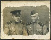 SSSR - cca 1945: fotografie v SSSR, vyobrazené dva vojáci Rudé armády, cca 1945. nápis na rukou, ruský název - Sergej