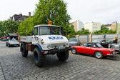 Berlín - 11 května: Všestranný automobil terénní Unimog 100