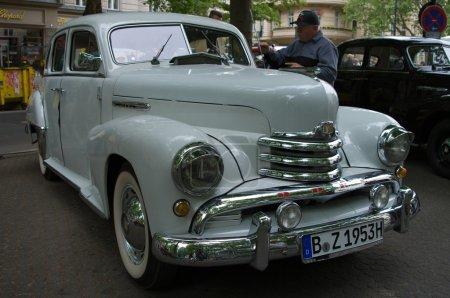 Poster: Cars Opel Kapitan in 1951