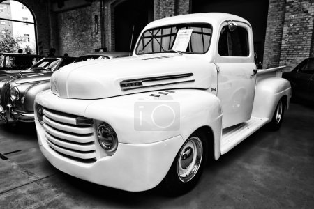 Full-size pickup truck Ford F1 Pickup